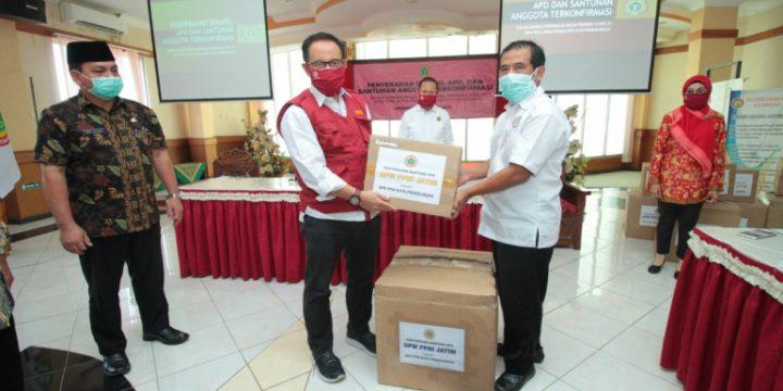 DPW PPNI Jawa Timur Serahkan Donasi, APD Dan Santunan